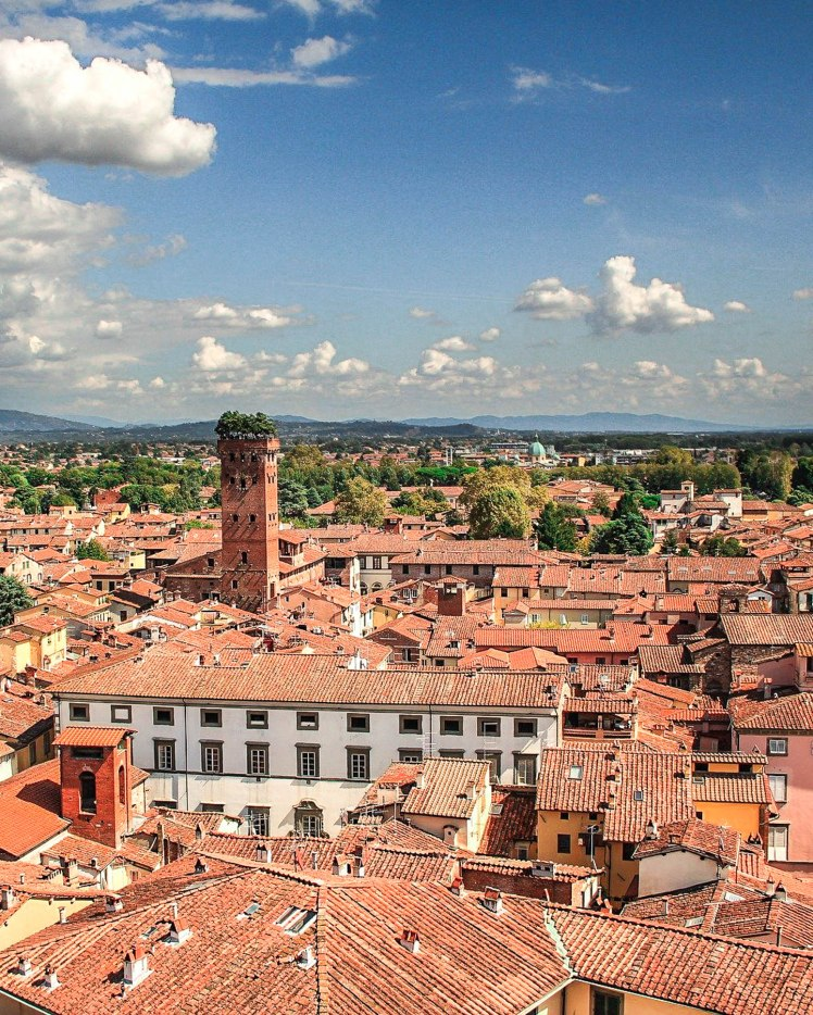 lucca-4521699_1920